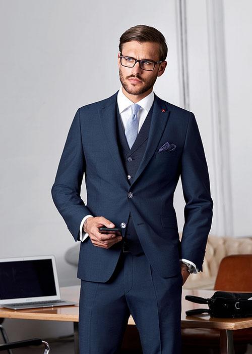 formal dresscode sötét öltöny